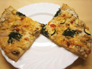 Vegetarische Pizza mit Bechamelsoße