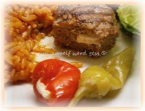 Bifteki mit Tzatziki und Reisnudeln