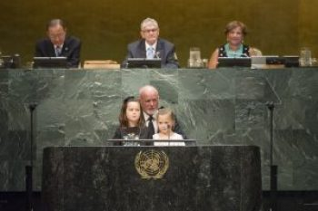 General Assembly Seventieth session 118th plenary meeting President of the 71st session of the General Assembly, H.E. Mr. Peter Thomson, with grand daughters Grace Thomson, aged 7 and Mirabelle Thomson, aged 5 Minute of silent prayer or meditation Closing Plenary Meeting of the 70th Session of the General Assembly
