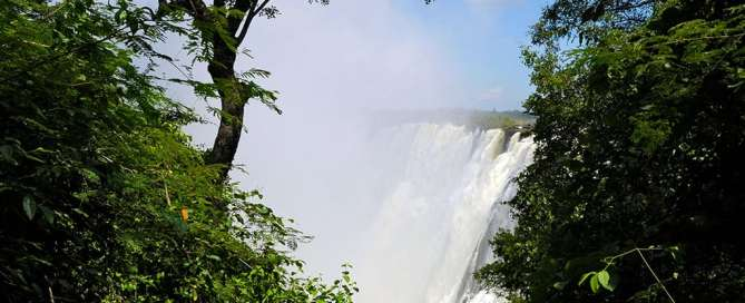 Las cataratas Victoria, en Livingstone, Zambia. Foto: ONU/Evan Schneider