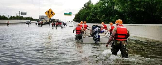La Guardia Nacional de Texas rescataa los residentes en barco durante las inundaciones causadas por el huracán Harvey en Houston. Foto: Departemento de Defensa de Estados Unidos.