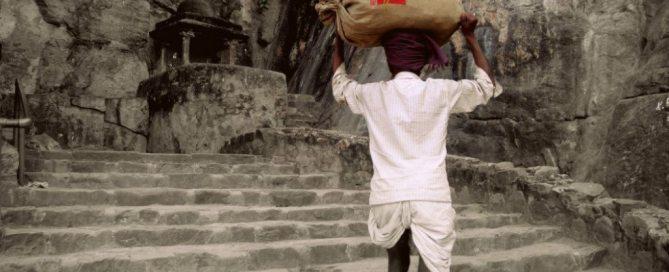 Cartero en una zona rural de la India. Foto: Coomaar.N.Carthik. Cortesía de Photoshare.