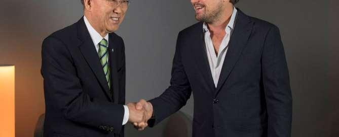 Le Secrétaire général de l'ONU Ban Ki-moon avec le Message de la paix des Nations Unies Leonardo DiCaprio