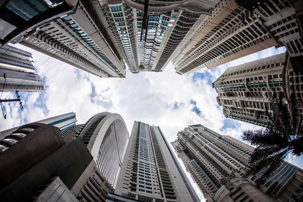 Des bâtiments et hôtels de grande hauteur à Punta Pacifica, Panama City, Panama. Photo: Banque mondiale / Gerardo Pesantez
