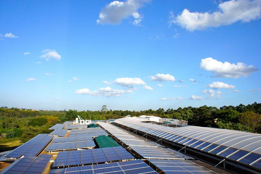 Un système d'énergie solaire d'ONU Environnement - le plus grand de ce type en Afrique. Photo: PresseBox.de Flickr