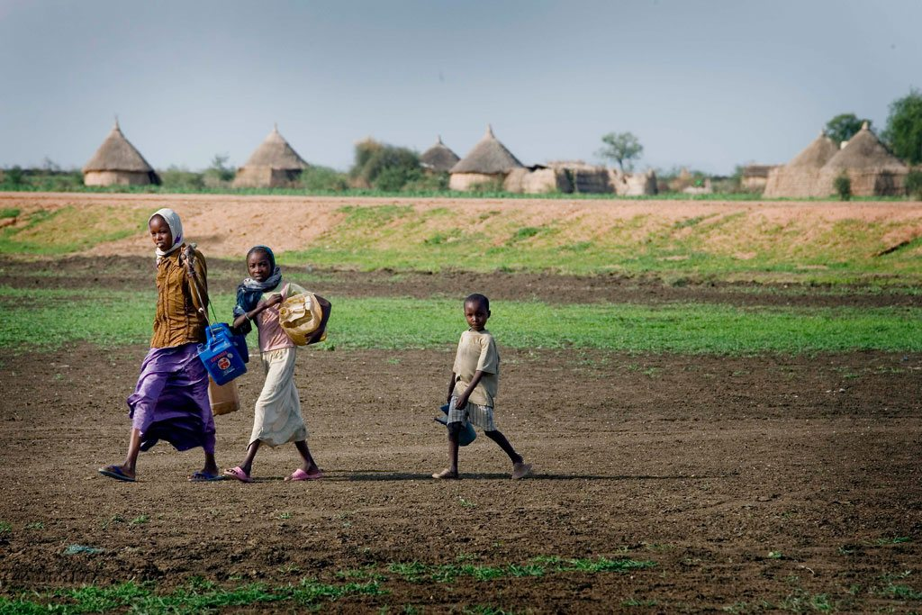 Photo: Children carry jerrycans and other containers on their way to collect water in El Khatmia Village, Gadaref state, Sudan.