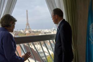 Photo: Ban Ki-moon gazes at the Eiffel Tower in Paris on 1 December.