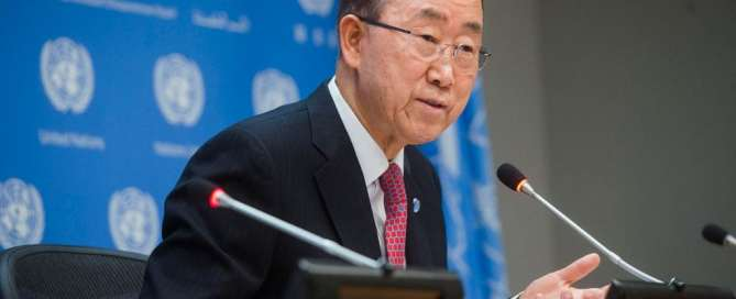 Photo: Secretary-General Ban Ki-moon addresses journalists at his end-of-year press conference.