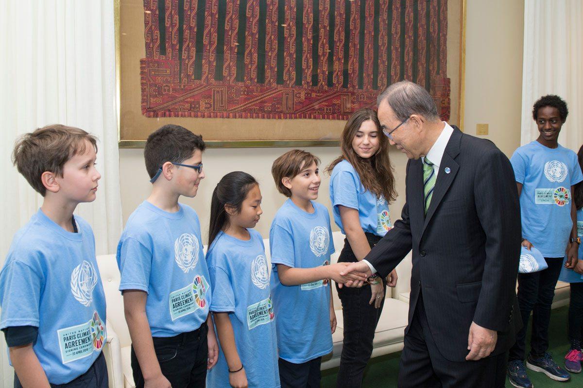 Photo: Ban Ki-moon meets Youth Representatives at the Paris Climate Agreement Signing Ceremony.