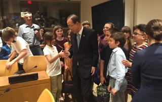 Photo: Ban Ki-moon greets student visitors.