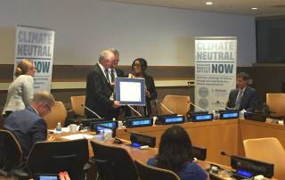 Photo: David Nabarro, the UN Special Adviser on the Sustainable Development Goals, receives a pledge of climate neutrality from FIFA Secretary-General Fatma Samoura, 8 September 2016.