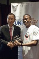 Mwasapi receives his award from Secretary-General Ban Ki-moon Photo credit: UN Photo