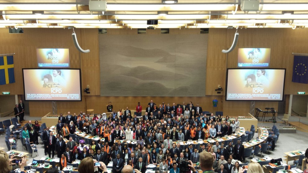 Group photo of the over 200 MPs from around the world gathered in Stockholm.