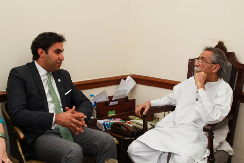 The Envoy discussing with the Speaker of the Punjab Assembly.