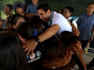 Envoy hugs internally displaced children in Masepla Mampang
