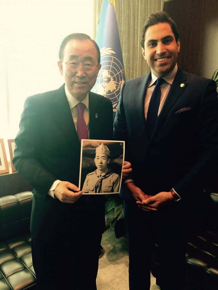 The Secretary-General holds a photo of himself as a young scout after the meeting last week in his office with Mr. Alhendawi.