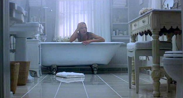 what-lies-beneath-michelle-pfeiffer-bathtub