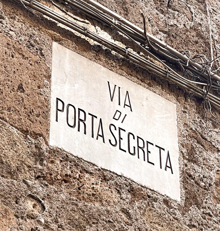 Via di Porta Segreta Calcata Vecchia