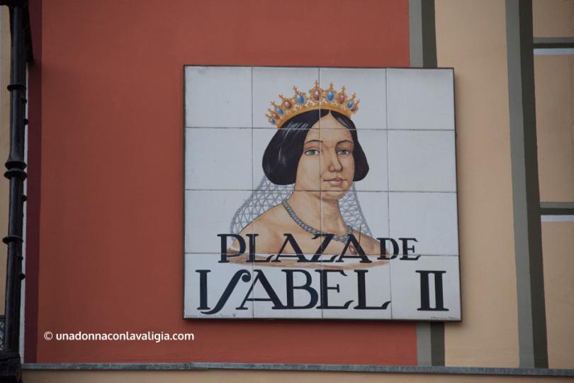 Insegna di una piazza a Madrid