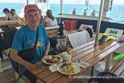 escursione di snorkeling sulla grande barriera corallina con oceanspirit cruises cairns
