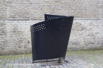 Orinatoio pubblico, sul piazzale di una chiesa in Olanda