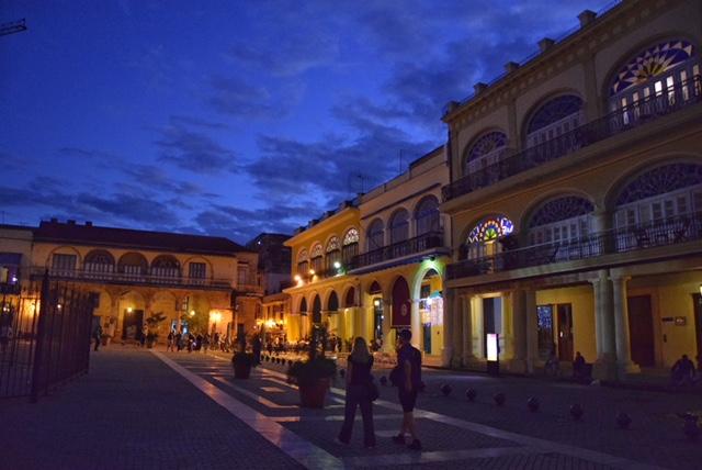 Plaza Vieja Havana notturna