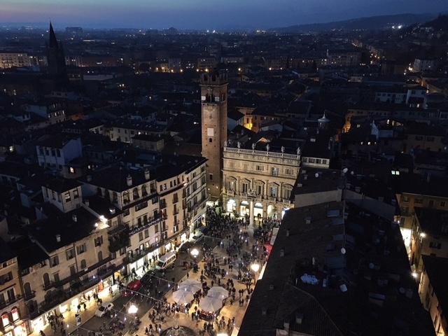 Vista Verona notte Torre dei Lamberti