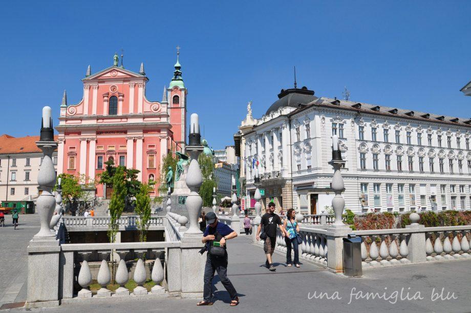 Lubiana Slovenia Una famiglia blu