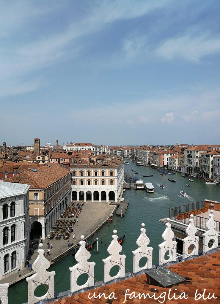 vista di venezia dalla terrazza pnoramica del palazzo fondaco dei tedeschi