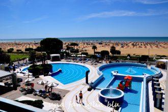 vacanza a bibione con i bambini vista mare dal terrazzo all'aparthotel bibione