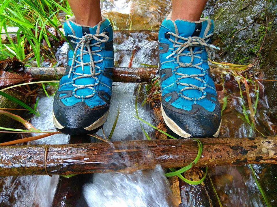 What are the tips and travel hacks for hiking the Bamboo Trail of Meghalaya?