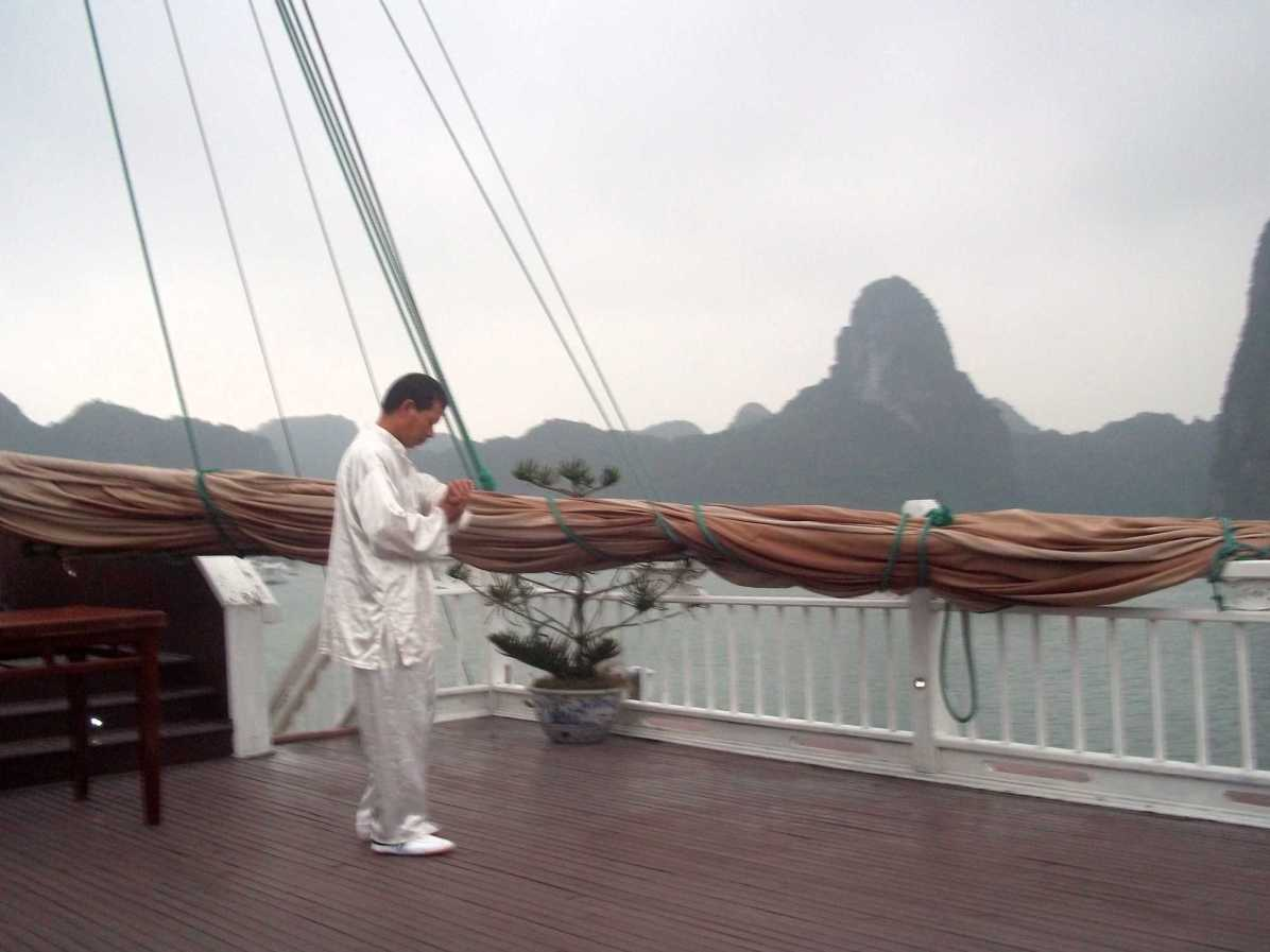 What are things to do on a Ha Long Bay tour, Vietnam?