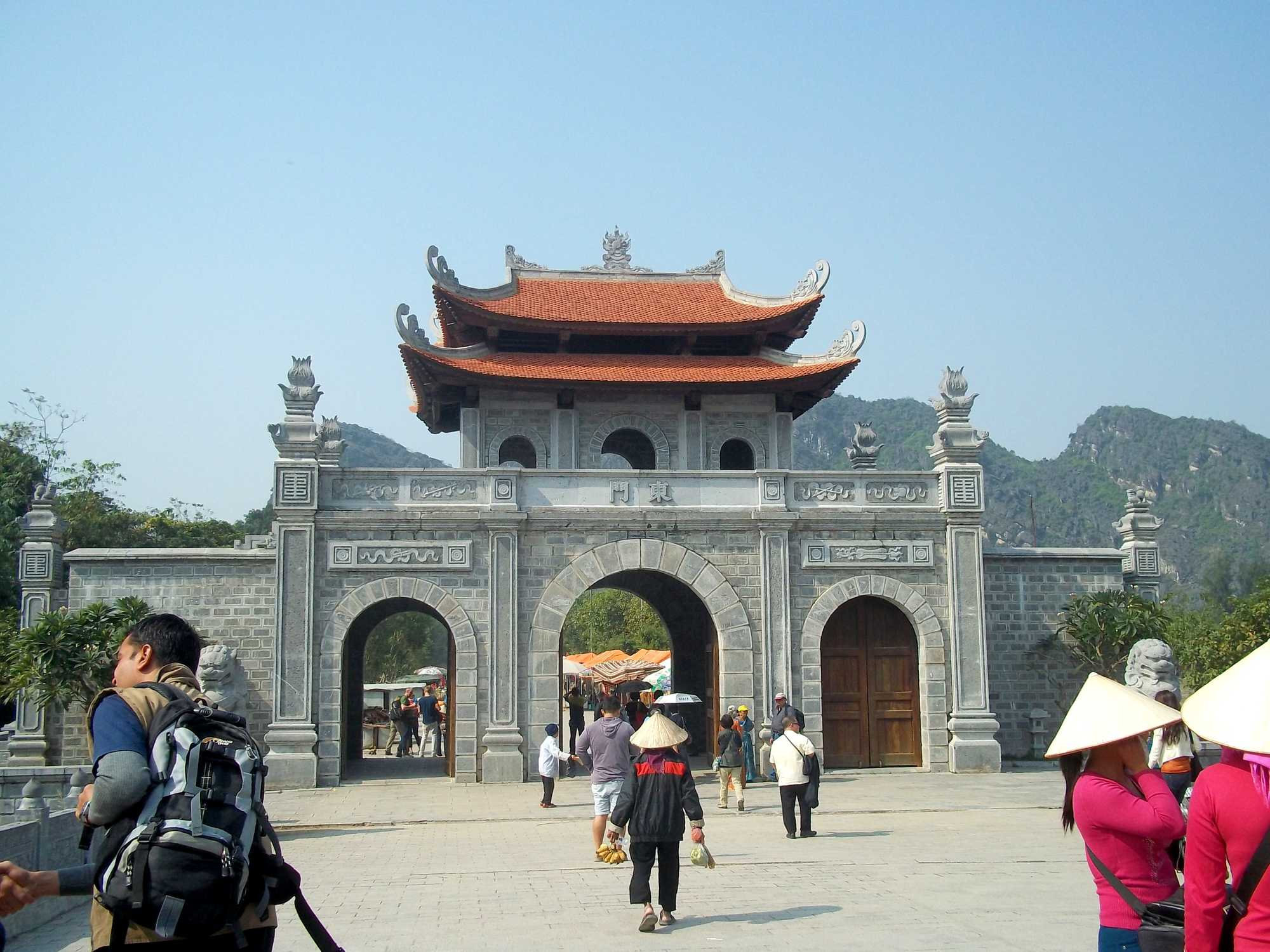 What are the must visit places in Ninh Binh near Hanoi?