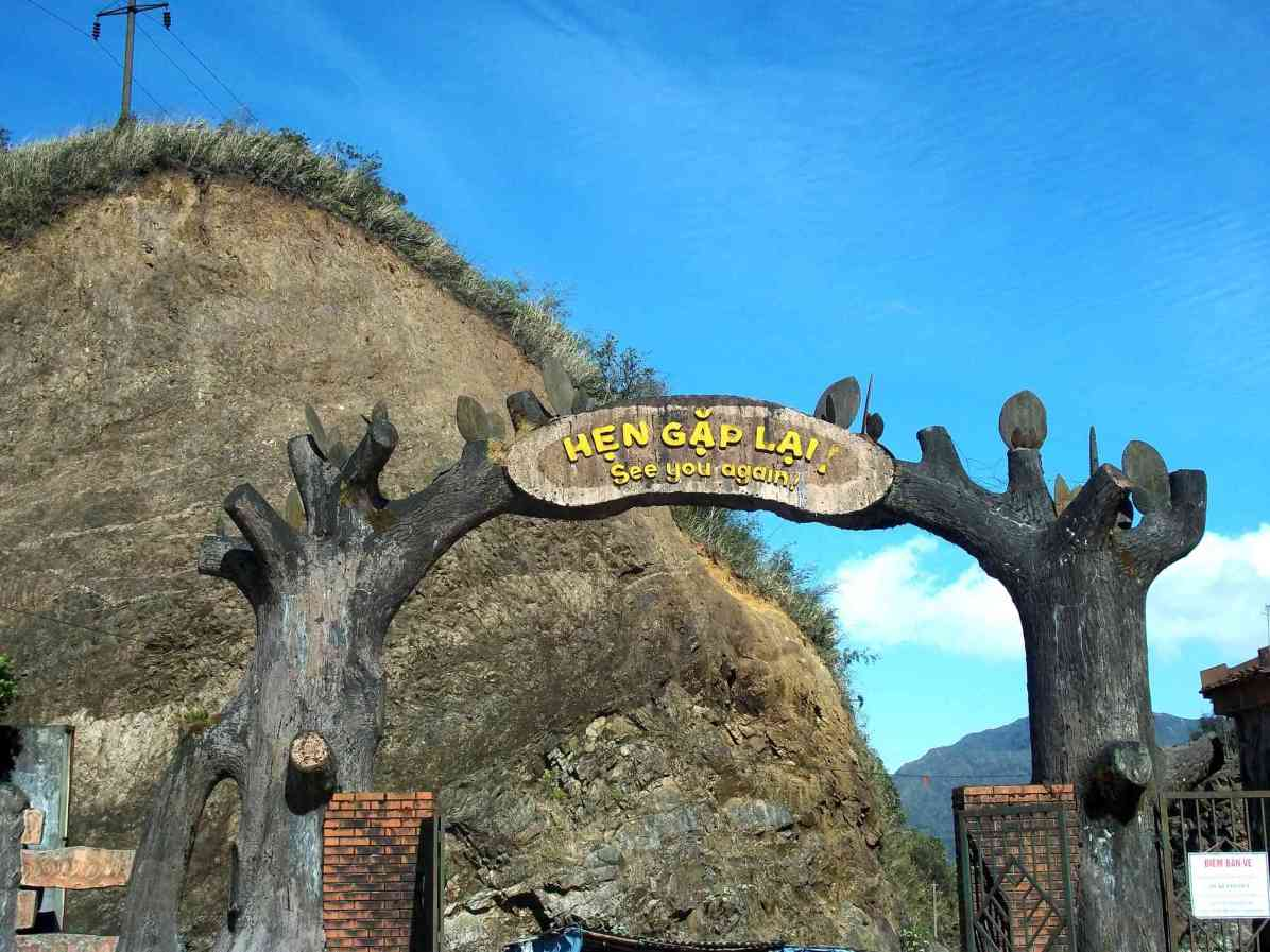 What are must visit places in Sapa, north Vietnam?