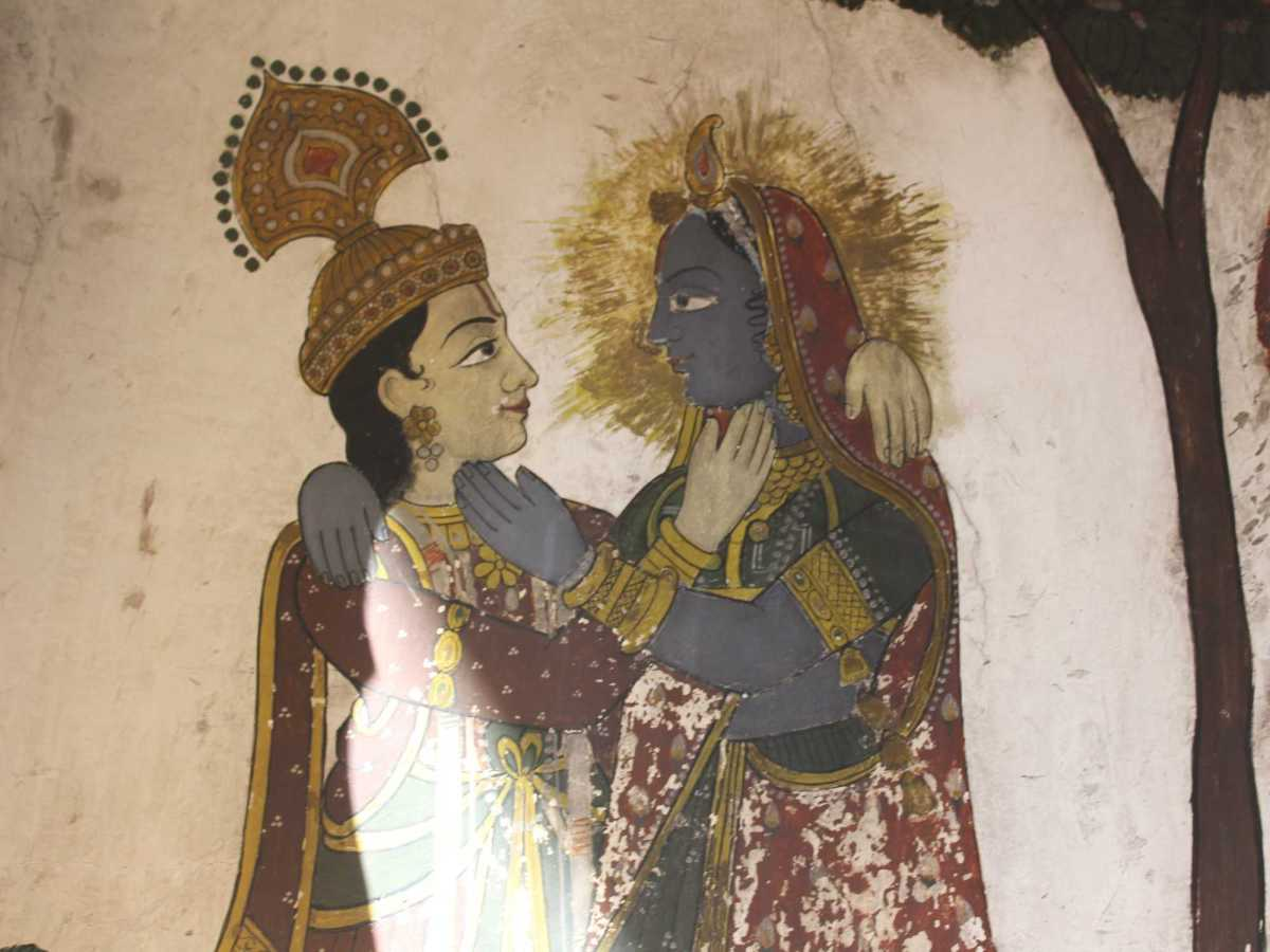 What themes are depicted in the frescos of Nawalgarh's havelis?