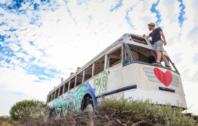 Bus abandonné sur la route vers le lac Eyre