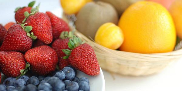 3-razones-por-las-que-es-mejor-dar-fruta-y-no-zumos-a-tus-hijos