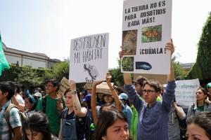 Marcha-universidad-Políticas-ambientales-5-UNAMGlobal