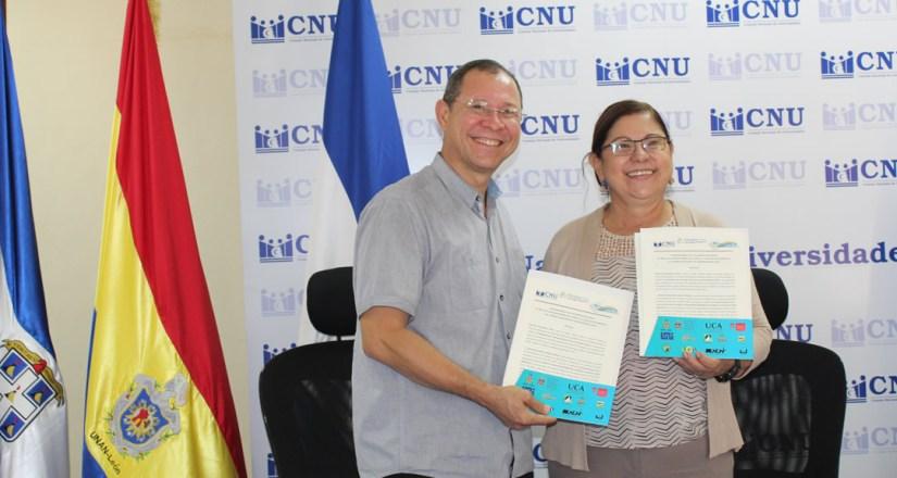 Autoridades del CNU e INPESCA presentan el convenio firmado.
