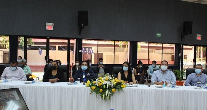 Miembros de la comunidad universitaria que asistieron a la presentación del informe