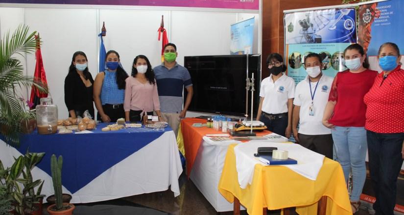 Jóvenes emprendedores de la UNAN-Managua y participantes del Proyecto INICIA en la EXPOPYME 2020, organizada a nivel nacional.
