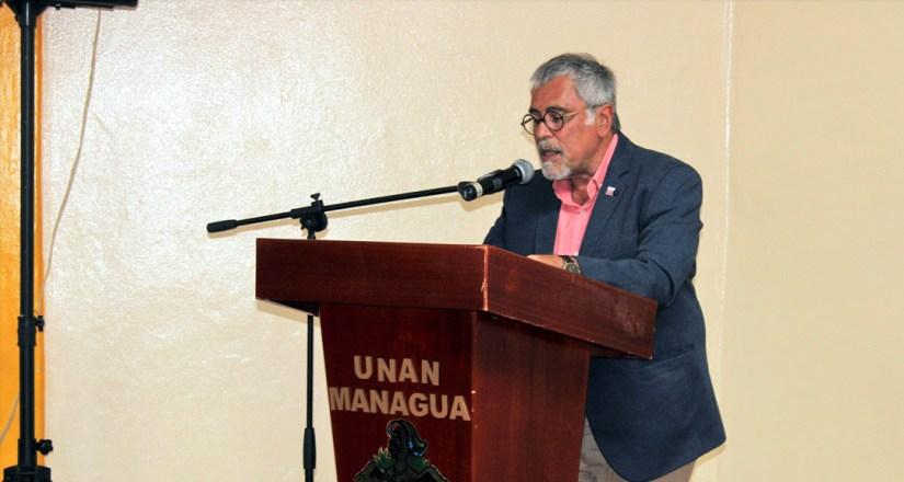 Sr. Guillermo Eduardo Pilía, presidente de la Academia Hispanoamericana de Buenas Letras y Secretario General de la Sociedad Argentina de Escritores.