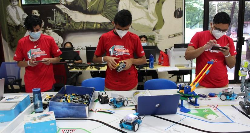 En la actividad se realizaron demostraciones de innovación robótica
