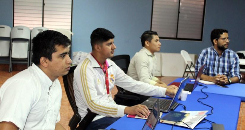 Funcionarios de la UNAN-Managua se capacitan en nuevas herramientas tecnológicas.