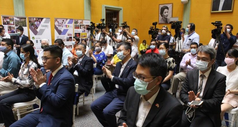 Funcionarios de Taiwán y Nicaraguaparticipan enfirma deconvenio de colaboración.