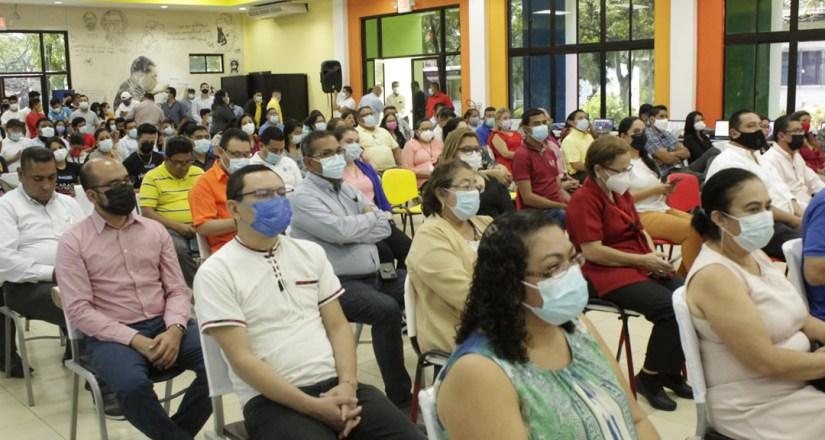 Asistentes a la inauguración del CNIA.