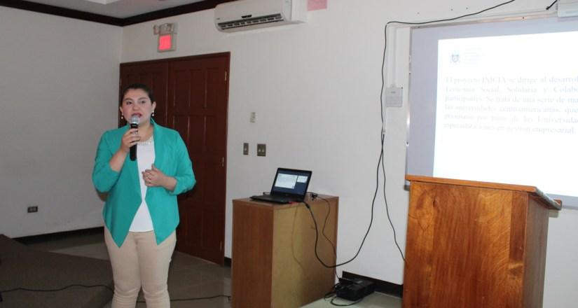 La MSc. Violeta Gago, Coordinadora de INICIA, brindó datos generales de este curso.