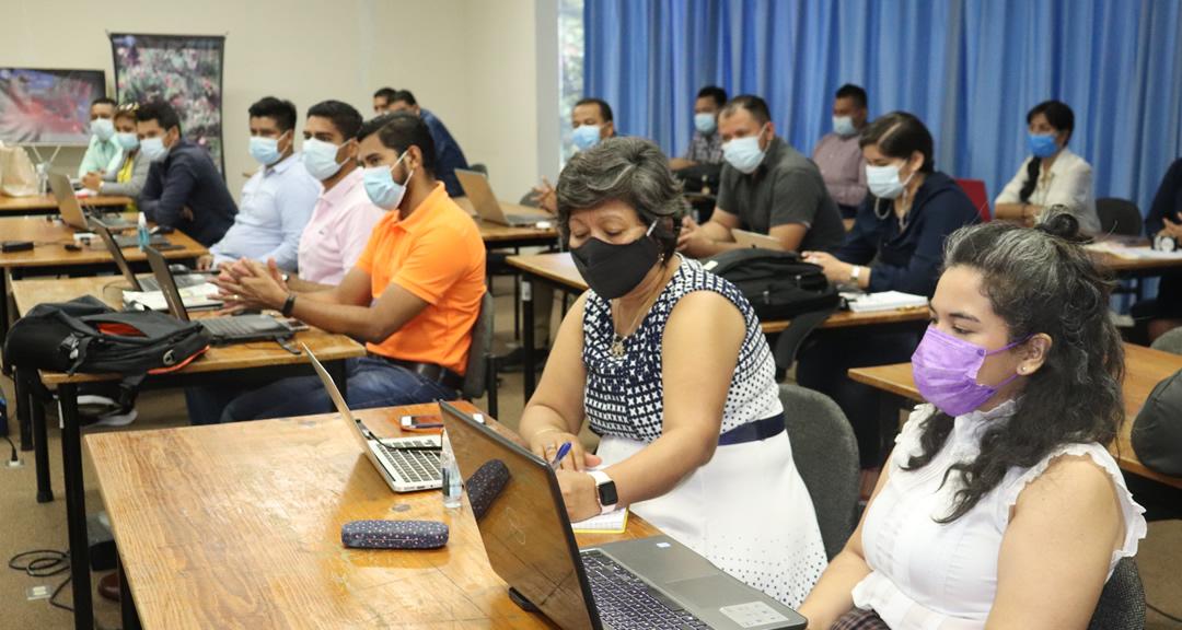 Investigadores de la UNAN-Managua se capacitan en el uso de Tableau