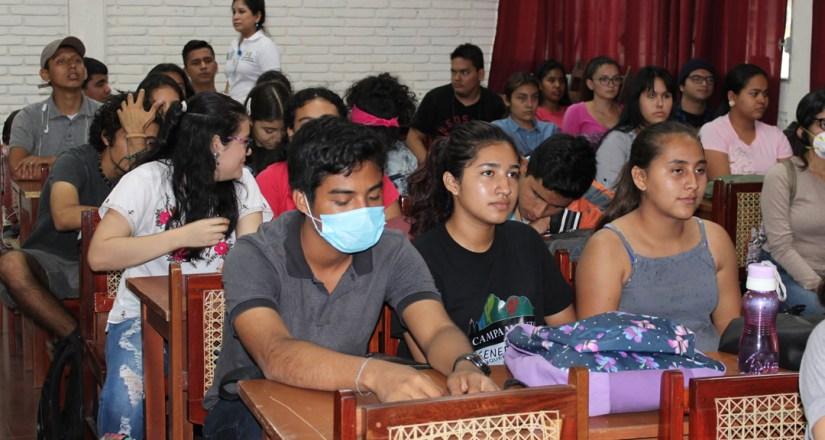 Estudiantes de Psicología y Arquitectura.