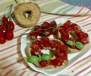 FRISELLE CON IL POMODORO (senza cottura, ricetta light, vegetariana, vegana)